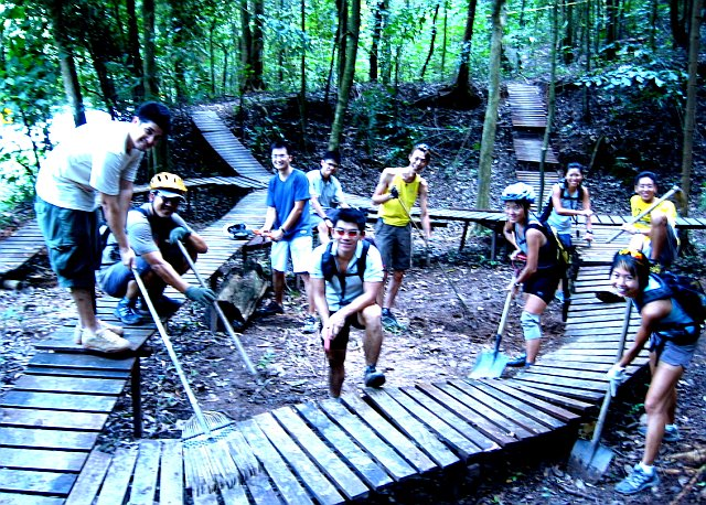 20070506-kr-trailday-group